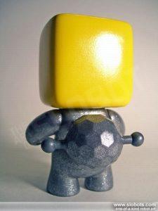 mike slobot_kleiner-roboter-gelb_02